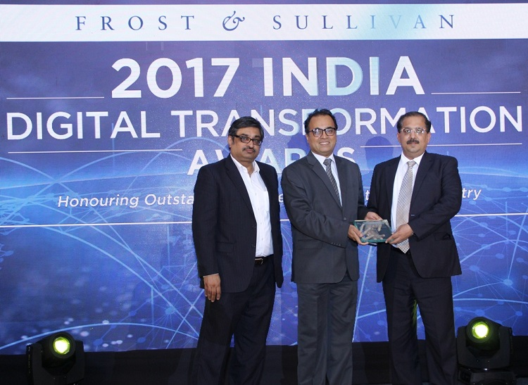 Mr. Ajay Munjal, Head of Commercial Operations & Bid for India & APAC, Tata Communications receiving the 'Enterprise Data Service Provider of the Year' award from Mr. Avinash Velhal, Group CIO – India, Middle East & APAC, Vice President, Head-IT & Process, Atos India, in the presence of Mr. Raghavendra Rao, Sr. Vice President, Frost & Sullivan