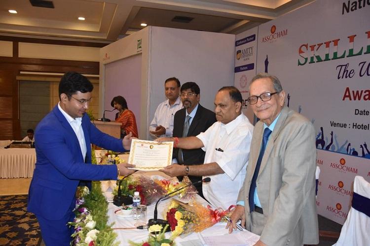 Shailesh Shahi, General Manager, CMC Skills receiving award from Hon'ble Minister Shri C P Singh