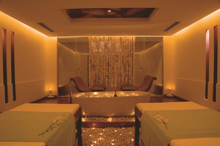 <b>Quan Spa at JW Marriott Mumbai Juhu &#8211; Couple Room</b>&#8220;></p><script async src=