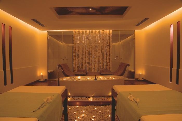 <b>Quan Spa at JW Marriott Mumbai Juhu &#8211; Couple Room</b>&#8220;></p><script async src=