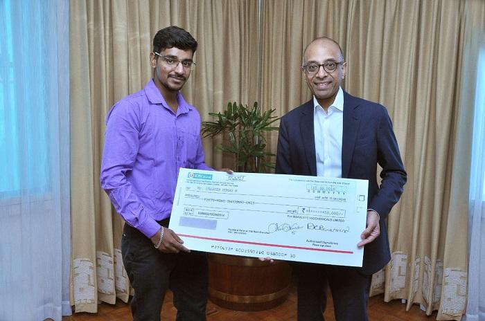 Praveen Kumar receiving the cheque from Chairman, Mr. Ashwin Muthiah
