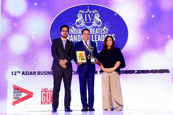 In the centre, Mr. Manoj Nambru - The Global Indian of the Year 2018-19