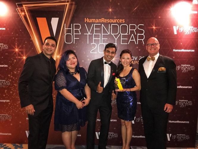 BI WORLDWIDE team receiving the award