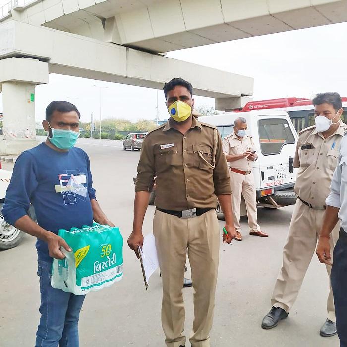 Bisleri representative handing out water packs to India's Corona Warriors