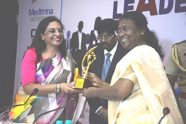 Ms. Maya Swaminathan Sinha, Founder of CMC Skills Pvt. Ltd. receiving award from Hon'ble Governor of Jharkhand, Smt. Draupadi Murmu