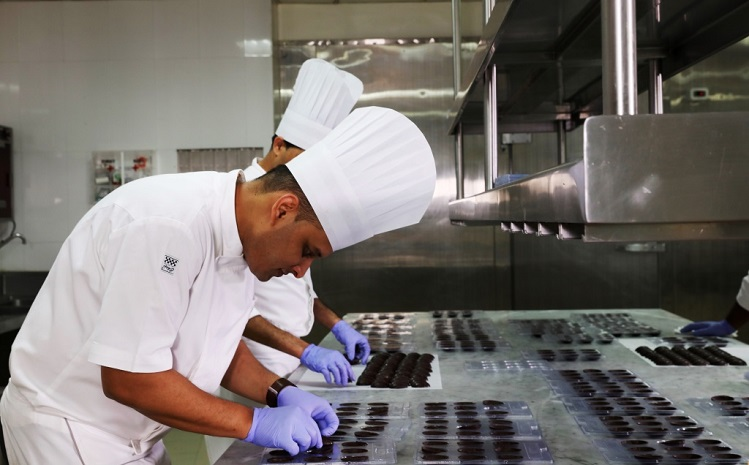 <b>Chef Santosh Rawat attempts to set the record for the &#8216;longest line of chocolate eggs&#8217;</b>&#8220;></td> </tr> <tr> <td width=