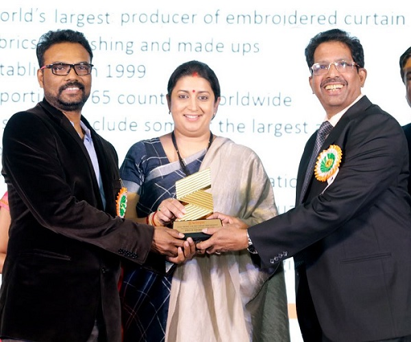 (L-R) Mr Benny Joseph, V.P Embroidery, D'Decor, Smriti Irani, Hon'ble Union Minister of Textiles and Information & Broadcasting and Mr John Tharakan, Director Operations, D'décor