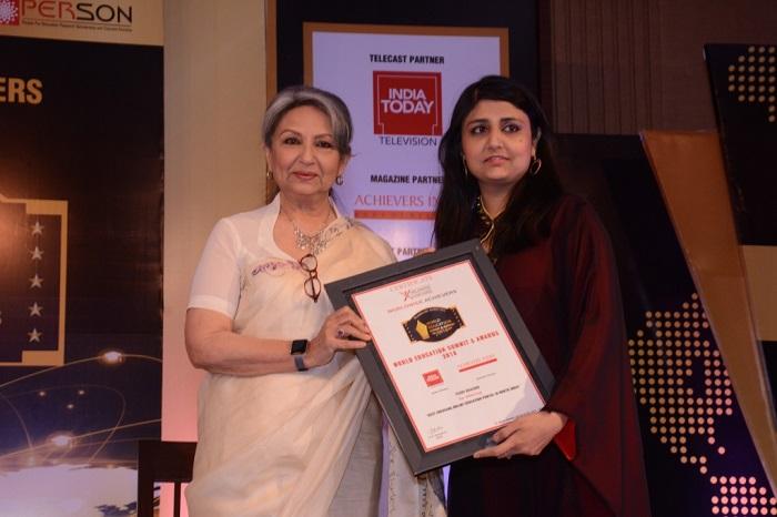 Sharmila Tagore presents the award to Sana Baqai, Founder, Study Khazana