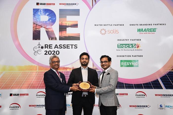 Mr. Prateek Praveen Kakulte receiving the award 'Independent Service Provider of the Demi-decade : 2016-2020' from Dr. B. P Rastogi, Former Advisor to the Govt. of India, MOEFCC & Secretary General, IFO and Mr Manas Ranjan Mishra, SECI