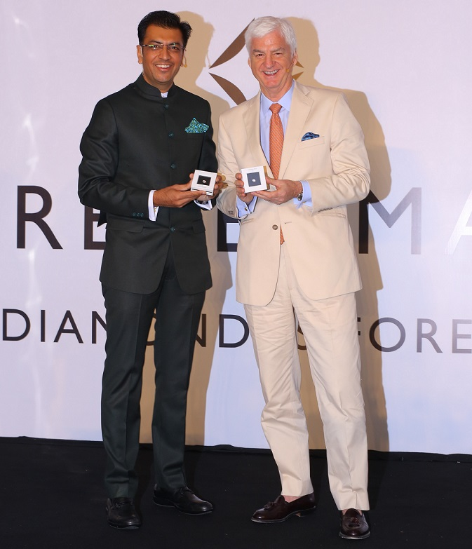 Sachin Jain, President, Forevermark – India and Stephen Lussier, CEO, Forevermark with the Exceptional Diamond Collection at Forevermark Forum 2018