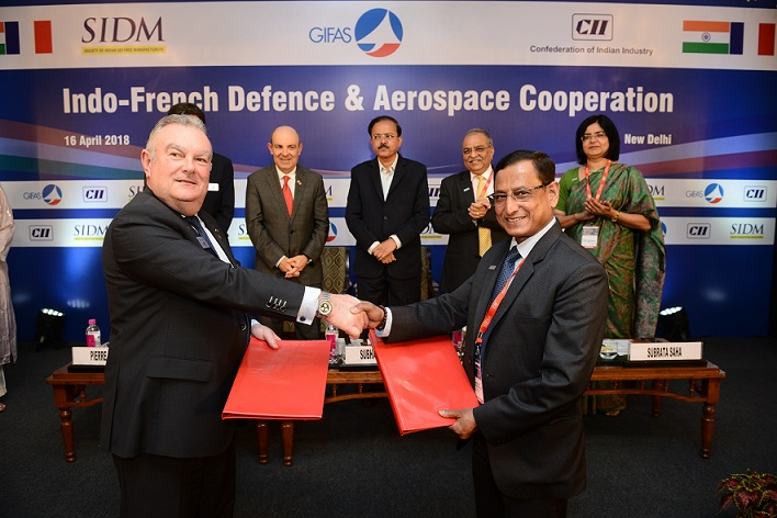Pierre Bourlot (Managing Director, GIFAS) sings MoU with Lt Gen Subrata Saha (Director General, SIDM)