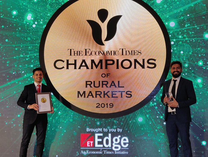 (Left to Right) Mr. Priyabrata Das, Retail Business Leader and Mr. Sahil Khanna, Partnerships Business Leader at Greenlight Planet received the ET Champions of Rural Markets award on behalf of the company.
