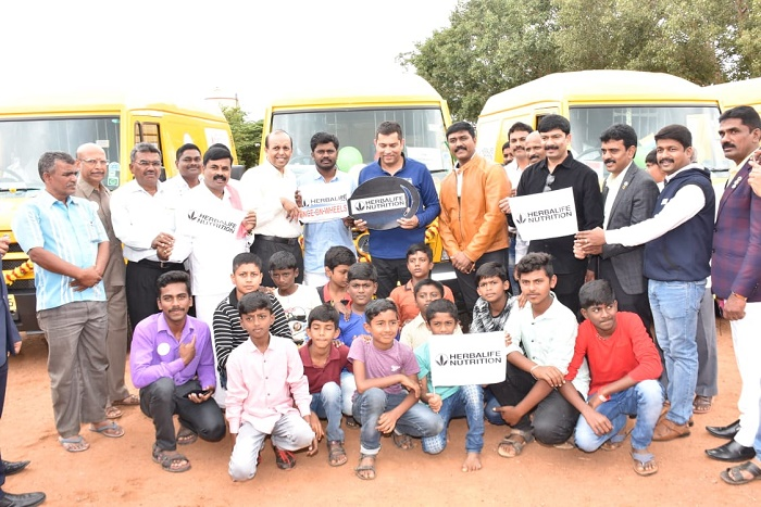 Ajay Khanna, Vice President and Country Head, Herbalife Nutrition India (center) along with representatives from Agastya Foundation and Government High Primary School flags off the Mobile Science Vans in Tumkur, Karnataka.