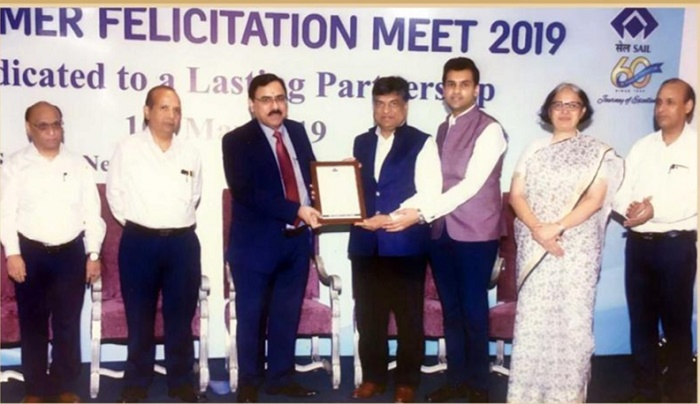 Mr. Ajay Kumar Bansal, Chairman and Managing Director, Hi-Tech Pipes Ltd., receiving