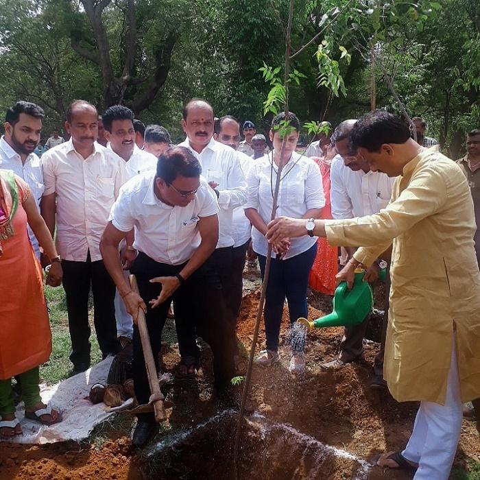 On Word Environment Day Thane Municipal Commissioner Mr.Sanjeev Jaiswal with local corporators and team Hiranandani planted 250 saplings at Hiranandani Estate, Thane