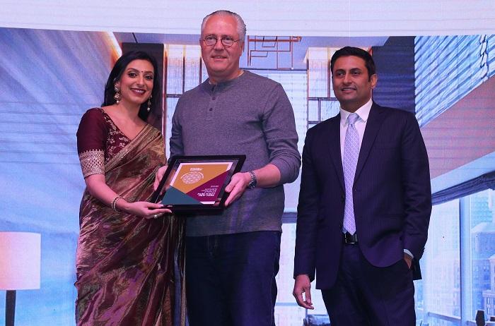Kurt Straub, VP - Operations, India, Hyatt Hotels and Resorts receives the Favourite Hotel in the Americas award for Park Hyatt New York