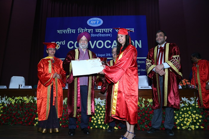 Chief Guest, Shri Hardeep Singh Puri, Hon'ble Minister of State (Independent Charge) of Ministry of Housing & Urban Affairs and Civil Aviation and Minister of State for Commerce & Industry and Commerce Secretary and Chairman, IIFT, Dr. Anup Wadhawan awarding the degrees