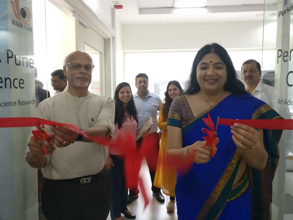 Prof. KN Ganesh and Ms. Jayashree Thacker cutting the ribbon to inaugurate the COE
