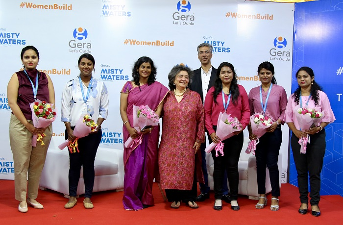 Ms. Zia Mody and Mr. Rohit Gera felicitate the all-women project team ( L - R ) Mughda Rasal, Alisha Mascrehenas, Anny Mary Alex, Divya Jain, Supriya Survase, Shrutika Ware.