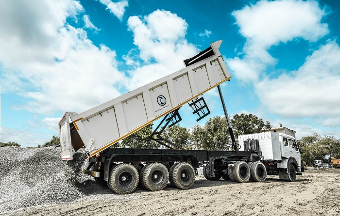 IPLT Rhino 5523 unloading Aggregate 20MM at project site