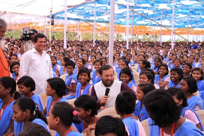 "<b>Shri Prakash Javadekar, Union Minister of Human Resource Development called KISS as the manifestation of ""New India, aspiring India and shining India""</b>"