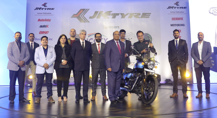 Dr. Raghupati Singhania, Chairman and Managing Director, JK Tyre & Industries presenting the 'Indian Motorcycle of the Year 2021' award to Mr. Shubhranshu Singh, Global Head – Marketing at Royal Enfield for the 'Royal Enfield Meteor 350' in the presence of the jury members in New Delhi