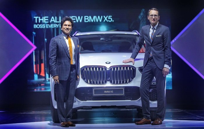 (R-L) Dr. Hans-Christian Baertels, President (act.), BMW Group India and Mr. Sachin Tendulkar with the all-new BMW X5