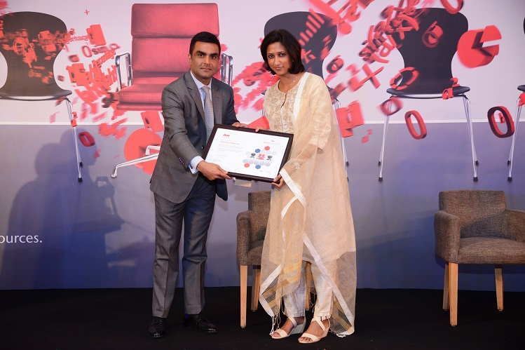 Smriti K. Singh, CHRO - SPN receiving the Aon Best Employer 2017 award