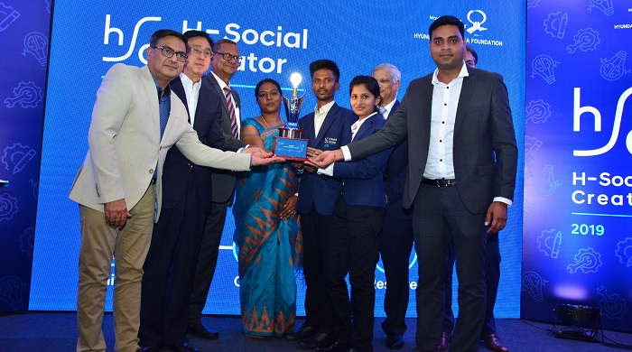 (Left to Right):  Mr. Puneet Anand, Sr. General Manager & Group Head(Marketing), Hyundai Motor India Limited, Mr. Y. J. Ahn, Executive Director, Corporate Affairs Unit, Hyundai Motor India Limited Mr. Rana Som, Former CMD, NMDC, winners of H-Social Creator - N Shivakumar and Tamil Selvi along with Mr. Subir Gupta, Former CEO, ERM and Deepak Kumar Swain, MD and Country Head Kongsberg at the Grand Finale of H-Social Creator in New Delhi.
