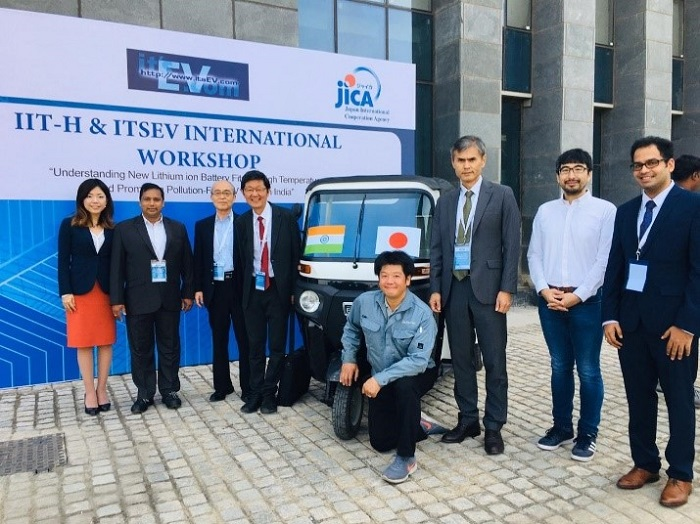 """JICA staff present at IIT-H and ITSEV International workshop to test-run electric three-wheelers using lithium-ion batteries as part of activities supported by JICA's SMEs Feasibility Survey """"Air Pollution, Using Lithium-Ion Batteries especially for High Temperature Areas in India"""""""