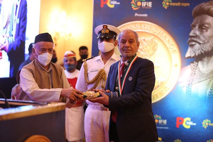 Shri Bhagat Singh Koshyari, Honorable Governor of Maharashtra and Goa conferring Shri R C Singh with Champion of Change, Maharashtra award