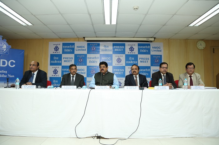 (L-R) D.S. Ahluwalia, Director- Finance; Narendra K. Nanda, Dir- Technology; N. Baijendra Kumar, CMD; T.R.K. Rao, Director- Commns; P.K. Satpathy, Dir- Production; Sandeep Tula, Dir- Personnel