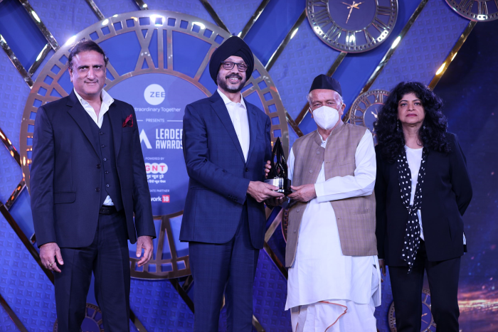 N.P. Singh, MD and CEO, Sony Pictures Networks India receiving Media Person of the Year 2021 award from Shri Bhagat Singh Koshyari, Hon. Governor of Maharashtra