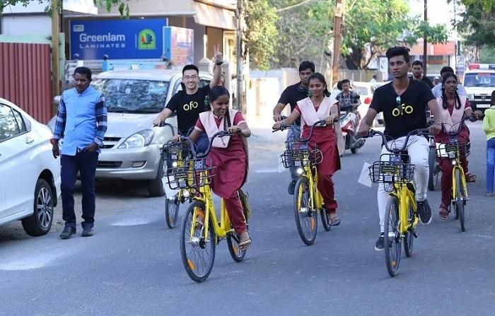 Coimbatorian riding ofo bikes during launch