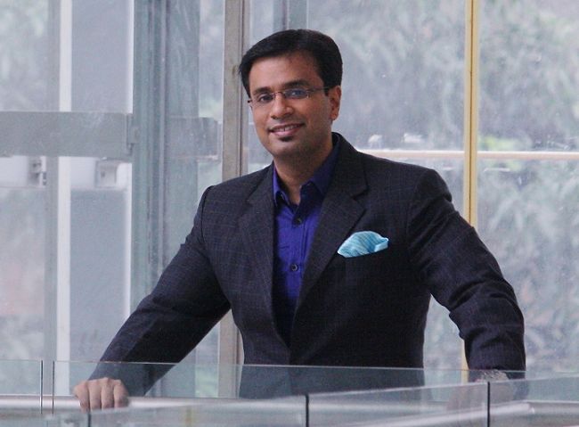 Dr. Debraj Shome awarded the 'Indian of the Year' for his innovation and philanthropic initiatives by ILC Power Brands