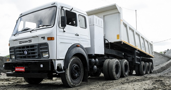 The flagship electric truck of the Company IPLT Rhino 5523 in operation