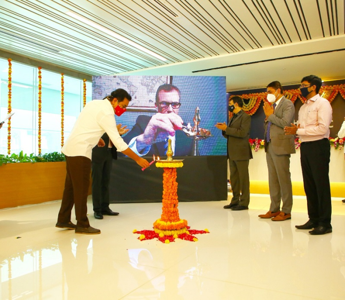 In the image (L-R), Shri KT Rama Rao, honorable minister for Municipal Administration & Urban Development, Industries & Commerce, and Information Technology,  and   Geoff Martha, Medtronic chairman and CEO light the auspicious lamp in the presence of Mr. Divya Prakash Joshi, senior director and site leader, MEIC, Hyderabad, Shri Jayesh Ranjan, principal secretary, Industries & Commerce and IT, Madan Krishnan, vice president and managing director, India Medtronic Pvt Ltd and Shri Shakthi Nagappan, director, Life Sciences & Pharma, Government of Telangana.