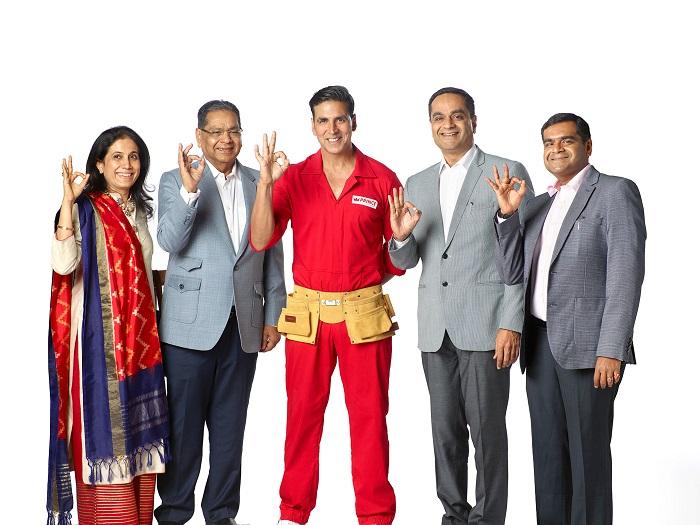 (L-R) Ms. Heena Chheda, Mr. Jayant Chheda, Mr. Akshay Kumar, Mr. Parag Chheda, Mr. Vipul Chheda