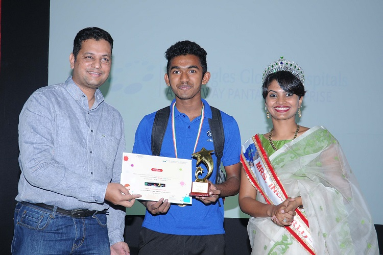 L-R : Mr Thomas Mathew, COO, Gleneagles Global Hospitals, Bengaluru with the winners of the art competition along with Shreya Krishnan, Mrs. India  Universe 2017