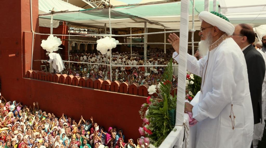 His Holiness Syedna Mufaddal Saifuddin, the 53rd Dai al-Mutlaq and head of the worldwide Dawoodi Bohra Community receives a rousing and colourful welcome from his followers on his return from a 22 days pilgrimage to Najaf, Karbala and Yemen