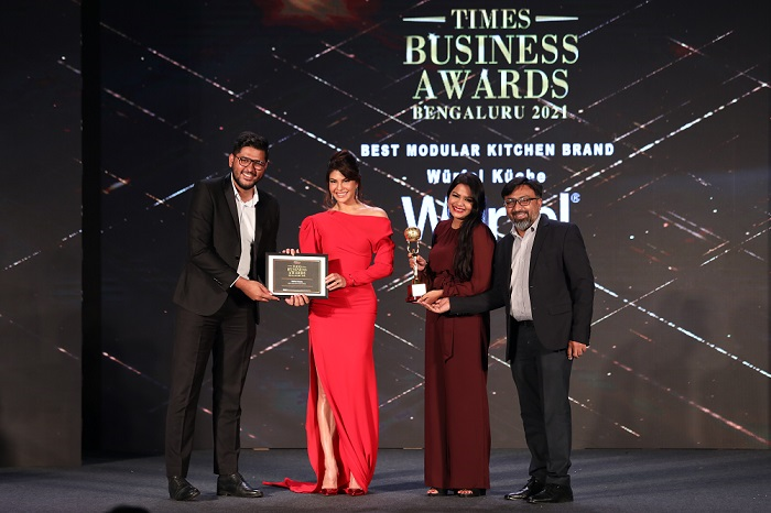 The Würfel Team receiving the award from Jacqueline Fernandez at the ceremony