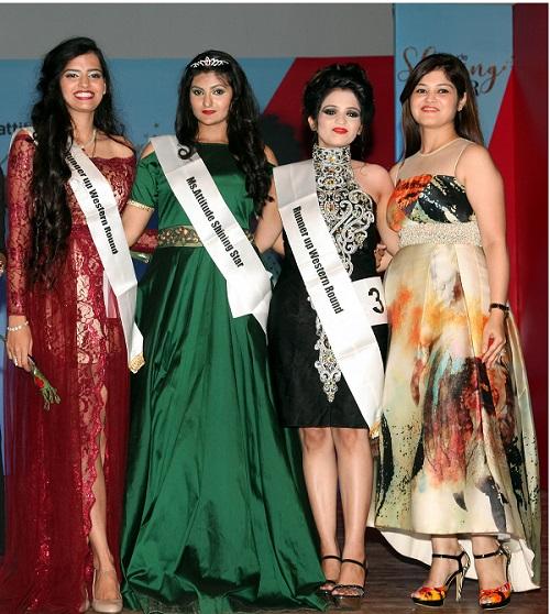 Winners of Amway Attitude Shining Star Neha, Komal Khandelwal & Shruti Nandal strike a pose with jury member Mrs. Priyanka Bhatia, NCR-based Restaurateur and Entrepreneur