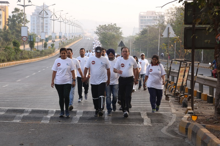 Right to Left: Mr. Santosh Marathe, Unit Head and COO, Apollo Hospitals, Navi Mumbai, Dr. Tejinder Singh, Consultant, Medical Oncologist, Apollo Hospitals, Navi Mumbai lead the walkathon for Cancer Awareness with 300 participants and Cancer Survivors