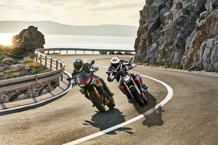The all-new BMW F 900 R and the all-new BMW F 900 XR