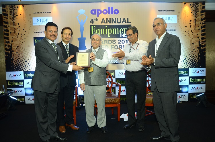 <b>(Left to Right): Mr. Abhijit Gupta – Brand Leader, Case New Holland Construction Equipment (India) Private Limited; Mr. Pratap Padode – Managing Director, ASAPP Info Global Services Pvt. Ltd; Mr. K K Kapila – Chairman, International Roads Federation; Mr. R K Pandey – Member(Projects), NHAI; Mr. Satish Sharma – President, Apollo Tyres Ltd</b>&#8220;></td> </tr> <tr> <td width=