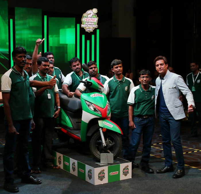 Bollywood Actor Jimmy Sheirgill with the Finalists of the Castrol Super Mechanic Bikes Finale