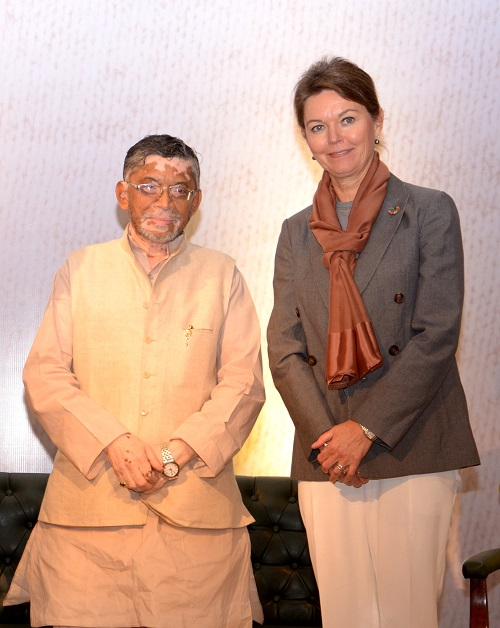 <b>India&#8217;s Minister of State for Finance, Shri Santosh Kumar Gangwar with Lise Kingo, CEO and Executive Director of the UN Global Compact</b>&#8220;></td> </tr> <tr> <td width=