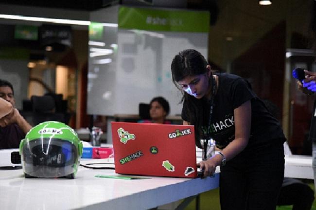 Women coder at GO-JEK's 'She hack' hackathon