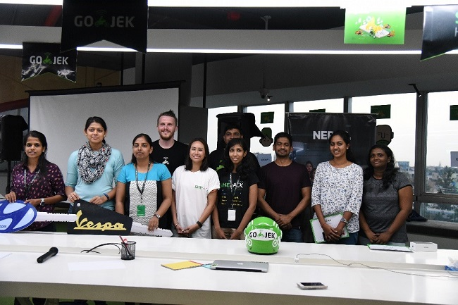 The winners of the hackathon with judges from GO-JEK