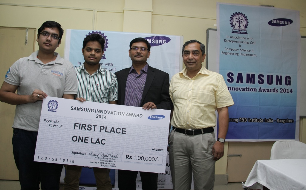 Dr. Aloknath De from Samsung R & D Institute, Bangalore India and to his right Dr. Partha Pratim Das from IIT Kharagpur with Devender Bindal and Rohan Jain, the winners of Samsung Innovation Awards 2014